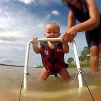 7 hónapos baba és a vízisí