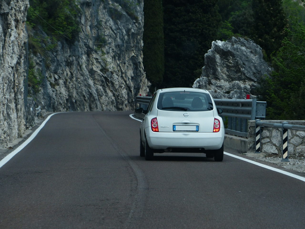 road-367536_1280.jpg