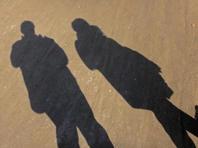 shadow-101279_640.jpg