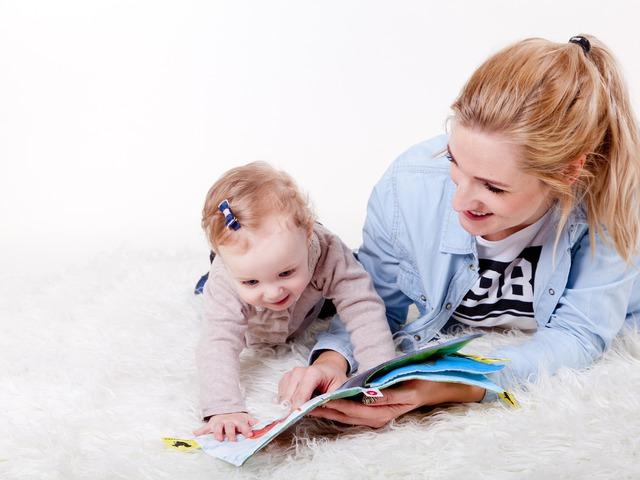 Játékötletek - Mit játsszunk az 1 éves kisgyerekkel?