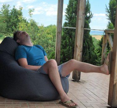 alvás a babzsákban