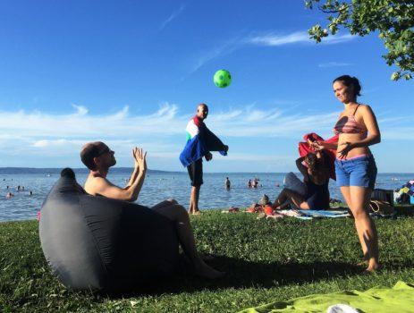 labdázás a babzsákban