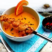 Narancsos-kakukkfüves sárgarépa krémleves csilis garnélákkal