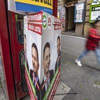 AZ ÉRDI KAMPÁNYCSAPATOK FIGYELMÉBE! Egy fideszes aktivista nem tépked, hanem szelektíven begyűjti az Mszp-s plakátot