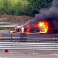 TELJES ÚTLEZÁRÁS VOLT SZÁZHALOMBATTÁNÁL AZ M6-OSON! Kigyulladt egy autó a pályán