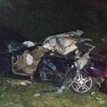 KÉPEK AZ ÉJSZAKAI, ÉRDI HALÁLOS BALESETRŐL! Fának csattant az egyik autó