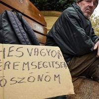 AZ ORVOSOKNAK IS ELEGÜK VAN A KEGYETLENSÉGBŐL: Kiállnak a hajléktalanok mellett