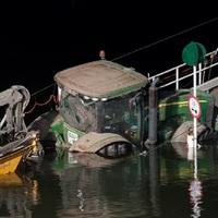 SZERENCSÉRE NEM LETT TRAGÉDIA BELŐLE: Elsüllyedt egy tolóhajó Százhalombattánál