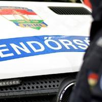 BALESET ÉRD KÖRNYÉKÉN: Felborult egy gépkocsi az M6-os autópályán