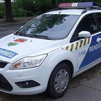 SÚLYOS SÉRÜLT A BALESETBEN! Érden a Balatoni úton felborult egy autó késő este