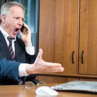 Törvénytelen gyakorlatot folytatnak a mobilszolgáltatók? Az ügyészség pert indított ez egyik ellen!