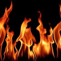 Kiégett egy komplett tetőszerkezet a Salgói utcában