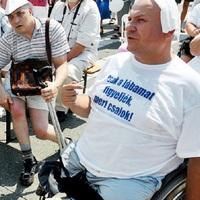 AUG 20. APROPÓJÁN: Aradszki Andrásék idén is csak gondolnak az érdi rokkantakra!