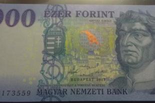 MÁTÓL ÚJ 1000 FT-osok! Holló pajtit kapott Mátyás
