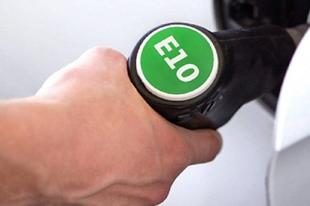 RÉGI TÍPUSÚ KOCSID VAN ÉRDEN? Sürgősen ellenőrizd, lehet-e bele E10-es üzemanyagot tankolni