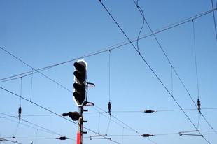 Leszakadt egy vasúti felsővezeték Érdnél, jelentős késések a közlekedésben