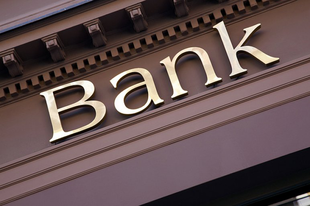 JELENTŐS VÁLTOZÁS A BANKOKNÁL: mindenkit érint, akinek van számlája