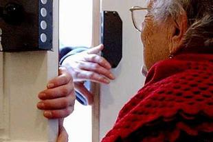 Vigyázat, sok csaló megint nyugdíjasokra utazik: Érden és környékén is!