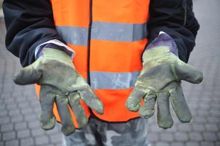 Magyarország jobban teljesít, de a közmunkások bére egy fillérrel sem emelkedik 2018-ban