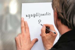 Késik a nyugdíjemelés? Százezer magyart érinthet a durva csúszás