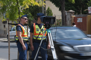 NEM SEMMI: Mit nekünk ellenőrzés, megyünk mint a meszes: Több mint 4000 gyorshajtót füleltek le a zsaruk