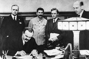 MA VAN A TOTALITÁRIUS DIKTATÚRÁK ÁLDOZATAINAK EMLÉKNAPJA! Hitler és Sztálin kötött paktumot