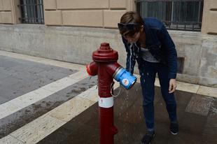Szomjas az utcán? Minél többet Érdre ebből a magyar találmányból! Egy ivócsap, amely a tűzcsapról működik