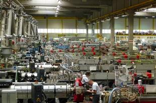 Tömegek mondanak fel a magyar munkahelyeken - Egymás elől happolják el a dolgozókat a cégek