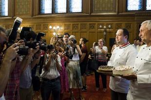 KÓSTOLJA MEG ÉRDEN IS! A Komáromi kisleány lett idén Magyarország tortája