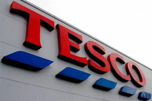 Nyugdíjasokat keres a Tesco, hogy csökkentse a létszámhiányt