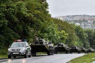 NE FÉLJEN, NEM LESZ HÁBORÚ: Csak elözönlik a katonai konvojok az autópályákat