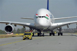KOMOLY GONDOK FENYEGETNEK: Óvatosan a jegyvásárlással, több légitársaság is a bedőlés ellen harcol