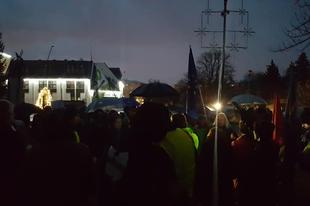 """""""ELKÉPESZTŐ"""" ÉRDI VÁROSMARKETING! Rajtunk röhög Magyarország, inkább kikapcsolták a lakosságnál is az áramot, csak ne tüntessenek."""