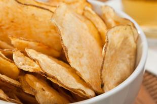 Hallott már friss burgonyából készülő műanyagos krumplikról? Tudta, ha rosszul készíti el, rákkeltővé válik?