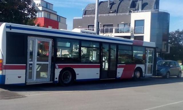 busz-epuletajtoval02.jpg