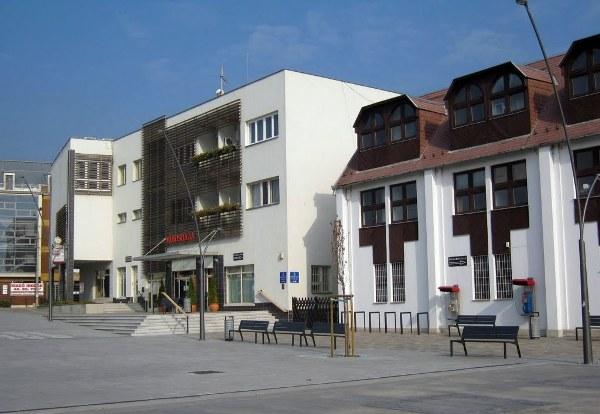 erd-varoshaza-panoramio_hu.jpg