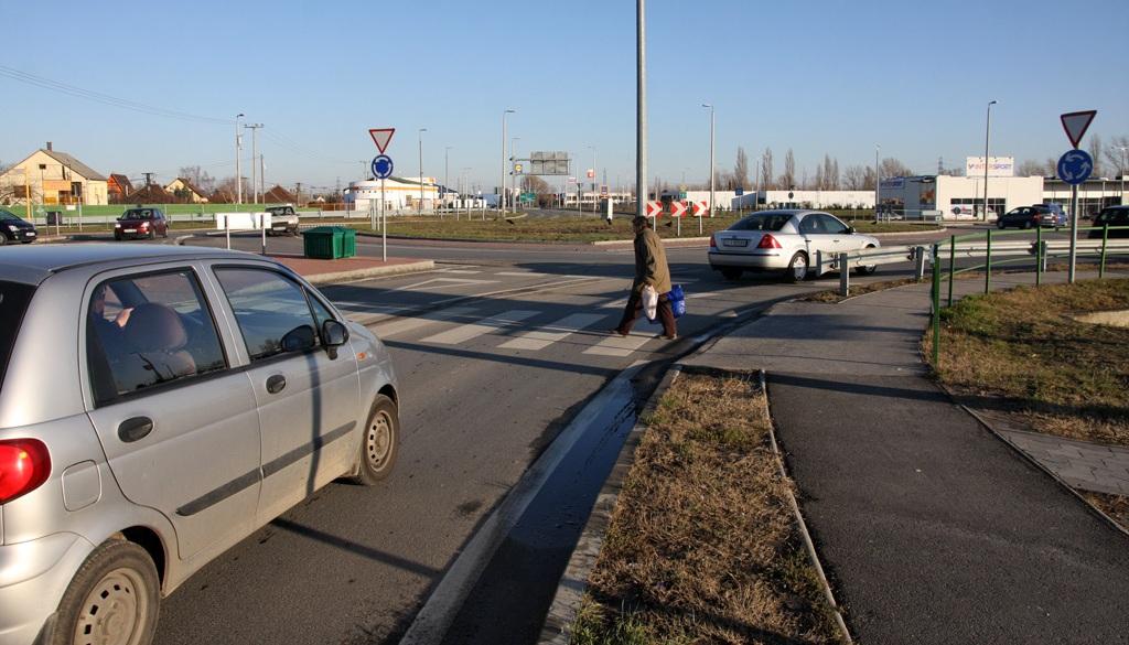 gyalogos-autos-erd-autonavigator-hu.jpg