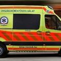 HATALMAS A DUGÓ GYŐRNÉL AZ M1-ESEN! Két embert mentők vittek, négy autó karambolozott