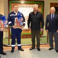 2017 szilveszterén győri rendőröket jutalmaztak az Autóklubosok