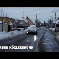 ÓVATLAN GYŐRI SOFŐR: A  kocsi tetejéről szélvédőre zúdult a hó menet közben