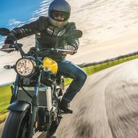 GYŐRI SZELÍD MOTOROSOK, FIGYELEM: ELKÉPESZTŐ VÁLTOZÁS JÖN! Kedvezményes havi motoros e-matrica is váltható május 1-jétől