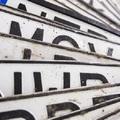 RENDSZÁMAKROBATÁK: Lopott rendszámot szereltek a kocsijukra, majd üzemanyagot loptak vele Győrben