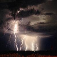 FELHŐSZAKADÁS ÉS JÉGESŐ: Több hullámban büntethetnek ma a viharok Győrben is