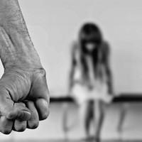 Mindennek a legalja: többször megerőszakolta, és különös kegyetlenséggel bántalmazta a barátnőjét a győri férfi