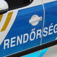 KARAMBOL A 83-ASON, TELJES ÚTZÁR! Árokba hajtott egy autó Győrszemerénél