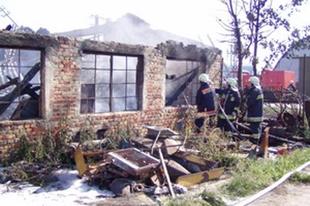 Kigyulladt egy asztalosműhely Győrben