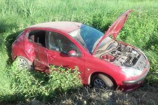 Ismét baleset a 83-as főúton- szerencsére könnyű sérüléssel megúszták a jármű  utasai