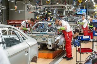 GYŐRI FÉNYTÖRÉSBEN A RABSZOLGATÖRVÉNY:  Megszólalt az Audi vezetője