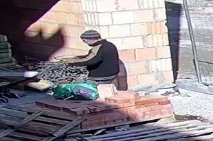 TÉNYLEG ELKÉPESZTŐEN DÜBÖRÖG AZ ÉPÍTŐIPAR! Győri munkagép tolvajt keresnek