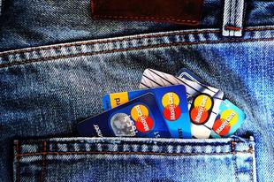 DRASZTIKUS LÉPÉSEK: Győrben is több bank drágítja a szolgáltatásait